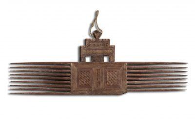 Double Comb with Non Figurative Decoration